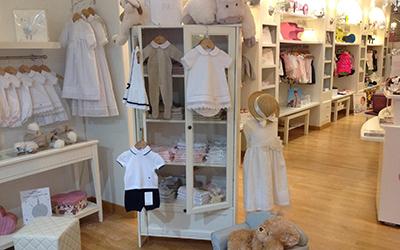 e0331e9f962b0 Marseille - Retrouvez une sélection de la collection fille et garçon dans  cette belle boutique spécialisée dans le pret-à-porter de luxe pour enfants.