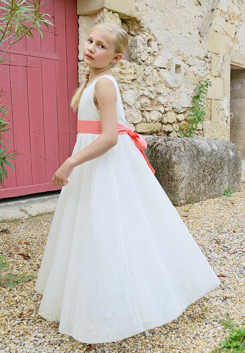 Robe c r monie ivoire petite fille en tulle cort ge for Petite occasion habille les mariages